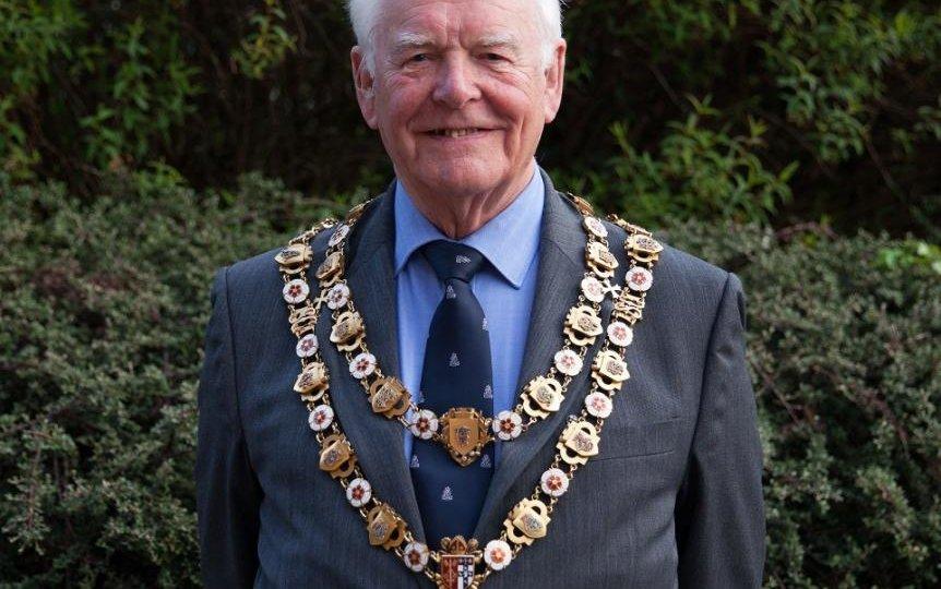 New mayor chains resized
